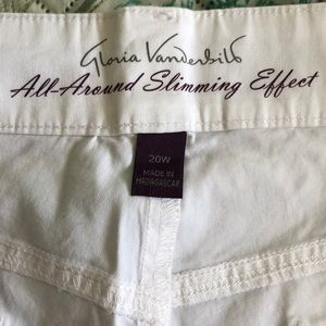 Women's Shorts 20W New